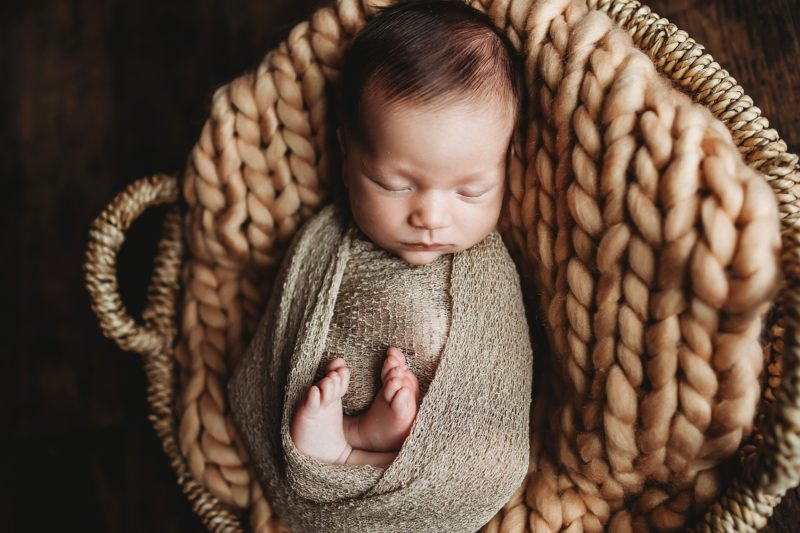 Lifestyle Newborn | www.julielivermorephotography.com
