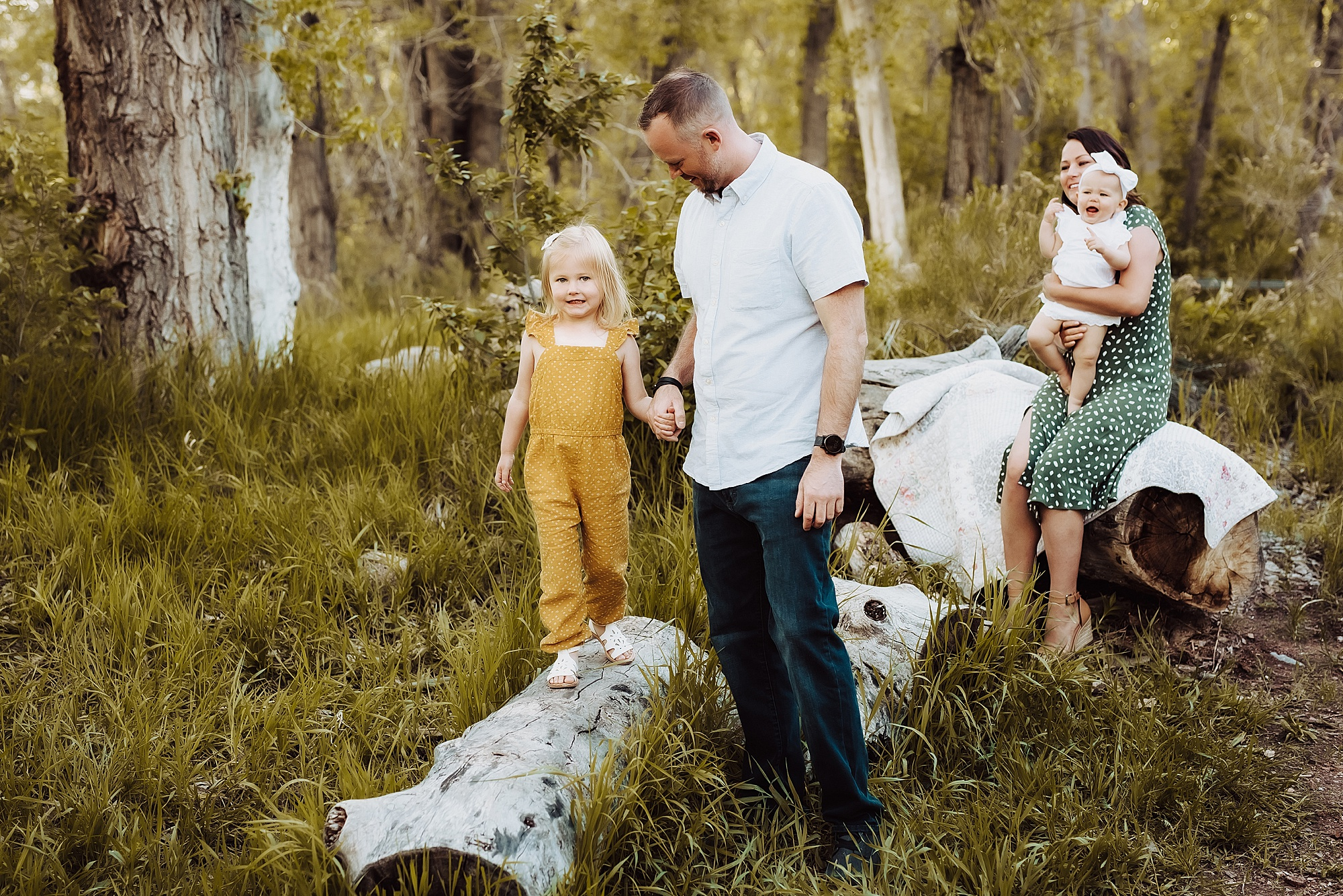 Outdoor Family Photos in Lakewood | www.julielivermorephotography.com
